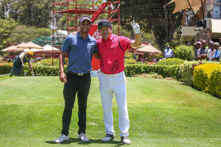 South Koren Pro Golfer, Ho-Sung Choi (left) with Muthaiga Golf Club's Greg Snow at the Karen Country Club today ahead of their practice round today.PHOTO/ SPN