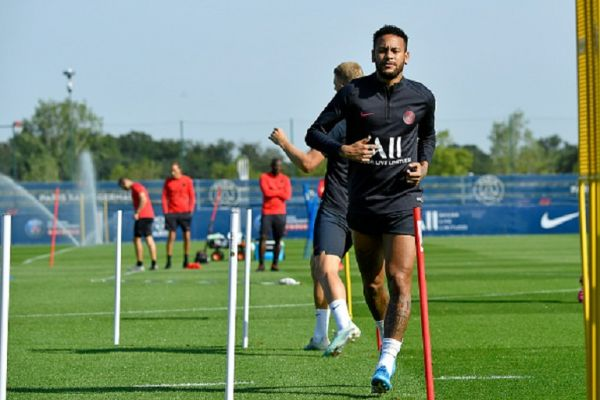 Neymar Jr warms up during a Paris Saint-Germain training session at Ooredoo Center on August 21, 2019 in Paris, France. PHOTO/GETTY IMAGES