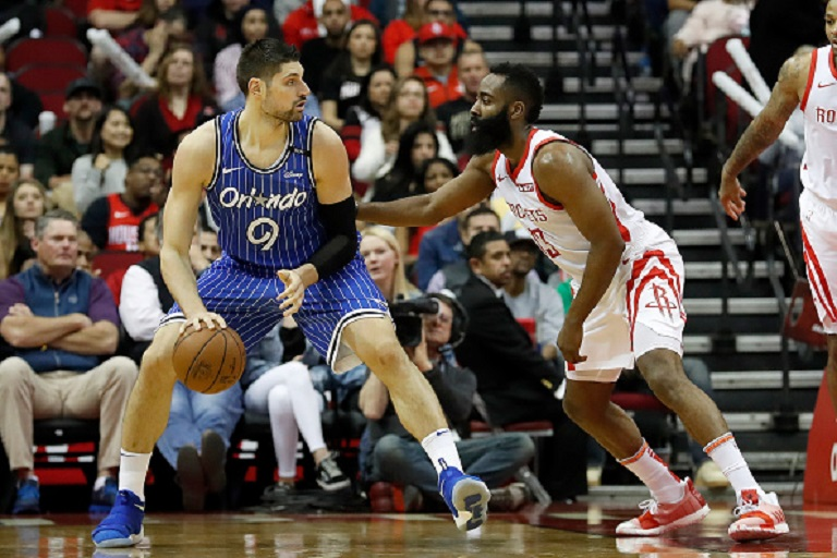 Nikola Vucevic #9 of the Orlando Magic dribbles the ball defended by James Harden #13 of the Houston Rockets in the first half at Toyota Center on January 27, 2019 in Houston, Texas.PHOTO/GETTY IMAGES