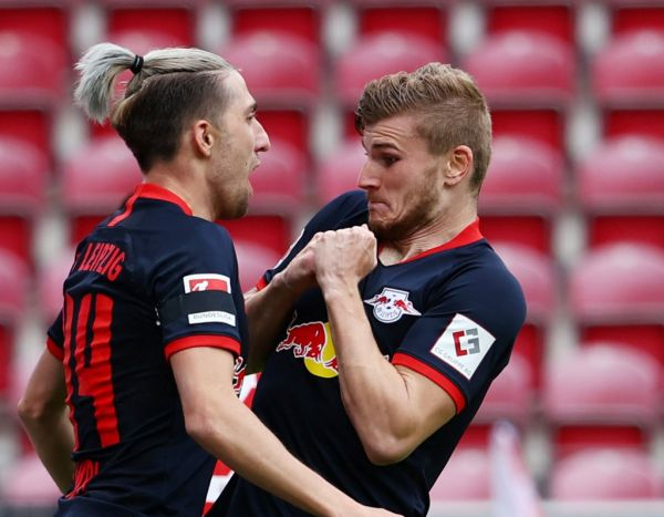Rhineland-Palatinate, Mainz: Football: Bundesliga, FSV Mainz 05 - RB Leipzig, 27th day of play, in the Opel Arena. Timo Werner (r) of Leipzig cheers after his goal for 0:4 with Kevin Kampl. PHOTO | AFP