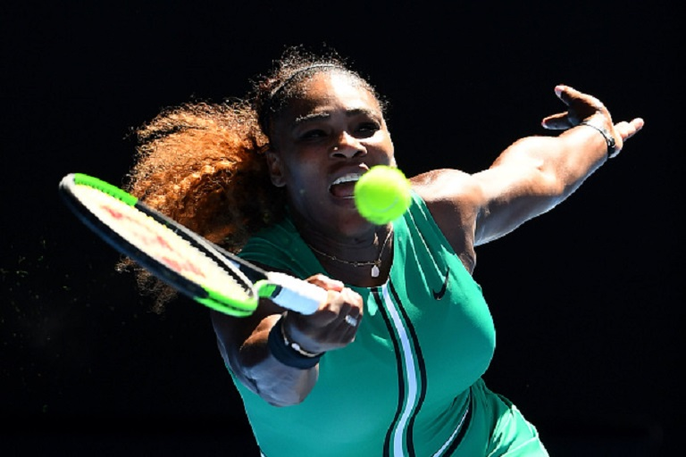 Serena Williams of the United States plays a forehand in her third round match against Dayana Yastremska of Ukraine during day six of the 2019 Australian Open at Melbourne Park on January 19, 2019 in Melbourne, Australia.PHOTO/GETTY IMAGES