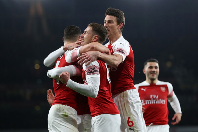 Alexandre Lacazette of Arsenal celebrates with teammates after scoring his sides first goal during the Premier League match between Arsenal FC and Chelsea FC at Emirates Stadium on January 19, 2019 in London, United Kingdom.PHOTO/GETTY IMAGES