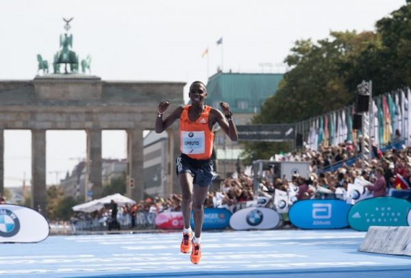 Amos Kipruto finishing second the 45th BMW Berlin Marathon on September 25, 2018. PHOTO/AFP