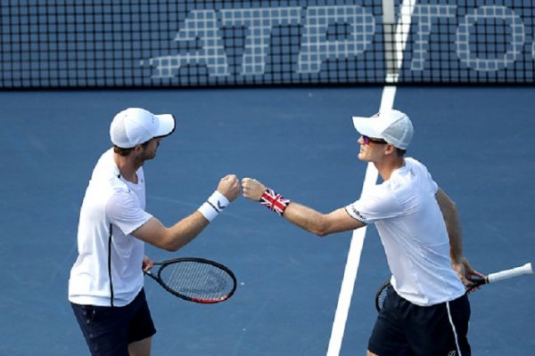 Andy Murray (L) and his brother Jamie Murray of Great Britain celebrate a point during their doubles match against Nicolas Mahut and Edouard Roger-Vasselin of France during Day 3 of the Citi Open at Rock Creek Tennis Center on July 31, 2019 in Washington, DC. PHOTO/ GETTY IMAGES