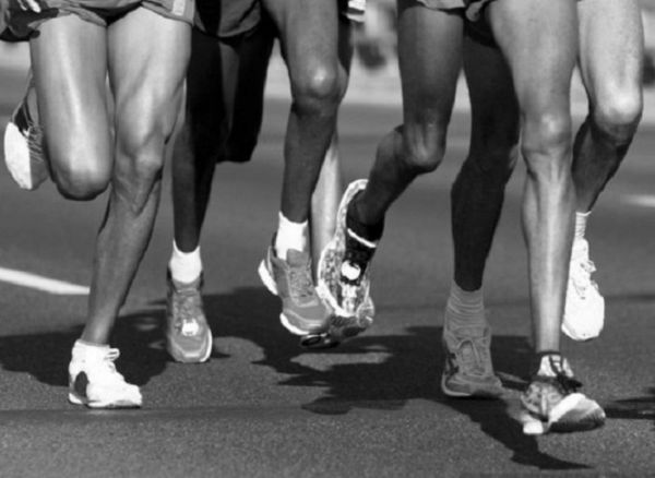 Athletes legs during a marathon.PHOTO/GOOGLE.COM