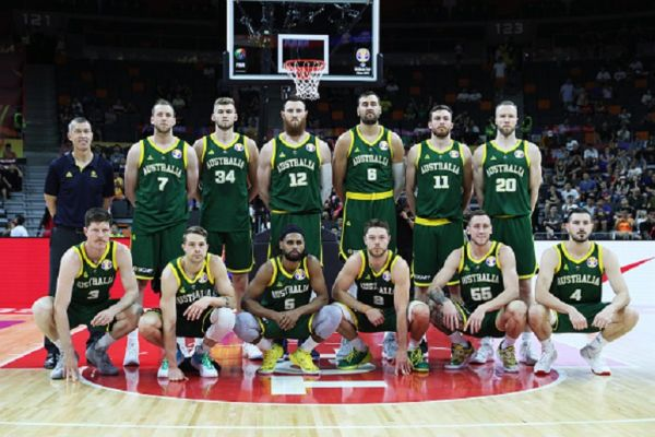 Australia players pose before FIBA World Cup 2019 group match between Canada and Australia at Dongfeng Nissan Cultural and Sports Centre on September 1, 2019 in Dongguan, Guangdong Province of China.PHOTO/ GETTY IMAGES