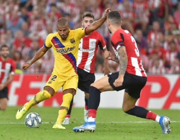 Barcelona's Brazilian midfielder Rafinha (L) vies with Athletic Bilbao's Spanish defender Unai Nunez (R) during the Spanish league football match between Athletic Club Bilbao and FC Barcelona at the San Mames stadium in Bilbao on August 16, 2019. PHOTO/ AFP