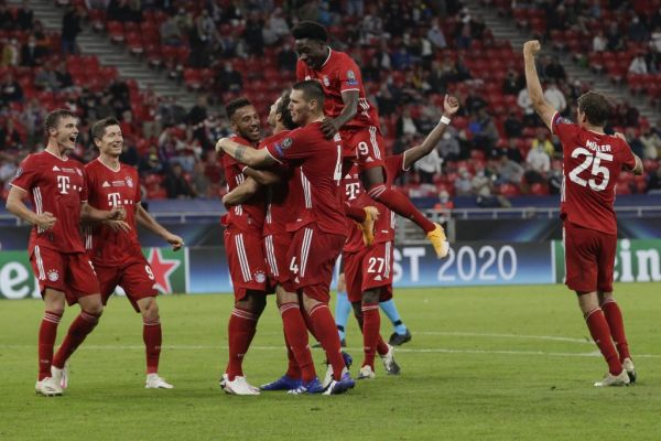 Bayern Munich's Spanish midfielder Javier Martinez (C) celebrates scoring the 2-1 goal with his team-mates during extra time the UEFA Super Cup football match between FC Bayern Munich and Sevilla FC at the Puskas Arena in Budapest, Hungary on September 24, 2020. PHOTO | AFP