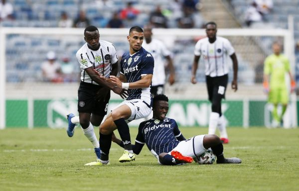 Bidvest Wits' defender Lorenzo Gordinho (C) and Thabang Monare (R) vies for the ball with Orlando Pirates' midfielder Siphesihle Ndlovu during the Nedbank Cup Last 32 football match between Orlando Pirates and Bidvest Wits at the Orlando Stadium in Soweto on February 9, 2020. PHOTO | AFP