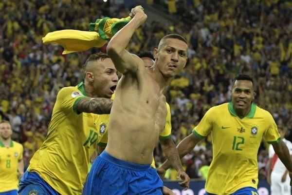 Brazil's Richarlison (C) celebrates after scoring against Peru during the Copa America football tournament final match at Maracana Stadium in Rio de Janeiro, Brazil, on July 7, 2019. PHOTO/AFP