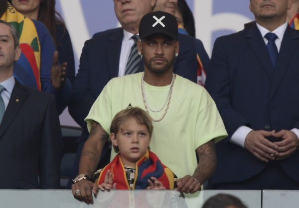 Brazilian injured footballer Neymar and his son Davi Lucca are seen on the stands before the Copa America football tournament final match between Brazil and Peru at Maracana Stadium in Rio de Janeiro, Brazil, on July 7, 2019. PHOTO/AFP