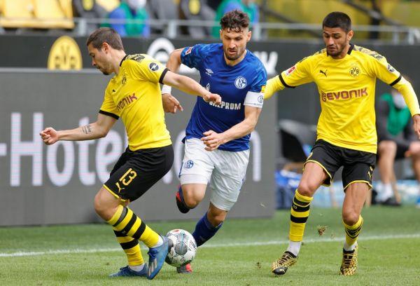 CALIGIURI, Schalke withte versus GUERREIRO, left and DAHOUD Sport: Soccer: 1. Bundesliga: Season 19/20: 26. matchday: Borussia Dortmund - FC Schalke 04, May 16, 2020. PHOTO | AFP
