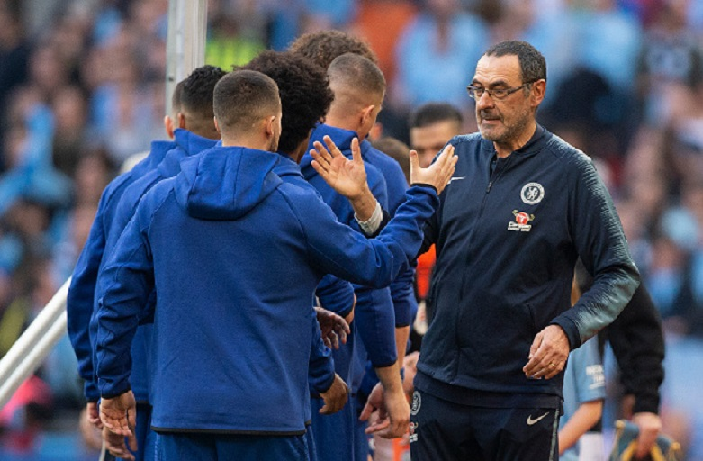 Chelsea Manager Maurizio Sarri shakes hands with Eden Hazard before the Carabao Cup Final between Chelsea and Manchester City at Wembley Stadium on February 24, 2019 in London, England. PHOTO/GettyImages