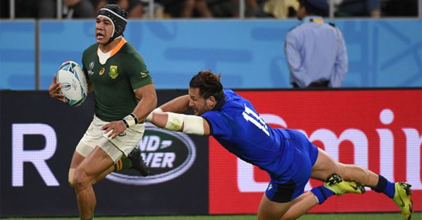 Cheslin Kolbe of South Africa scores 3rd try while Michele Campagnaro of Italy tackles during the Rugby World Cup 2019 Group B game between South Africa v Italy at Shizuoka Stadium Ecopa on October 4, 2019 in Fukuroi, Shizuoka, Japan. GETTY IMAGES