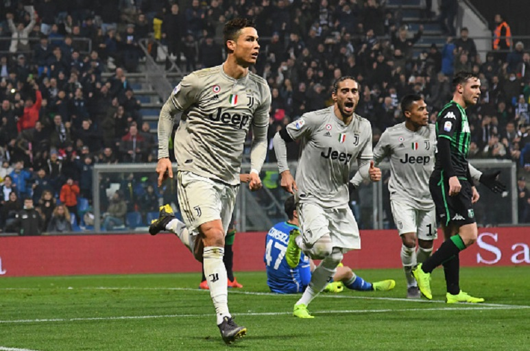 Cristiano Ronaldo of Juventus celebrates after scoring his team's second goal during the Serie A match between US Sassuolo and Juventus at Mapei Stadium - Citta' del Tricolore on February 10, 2019 in Reggio nell'Emilia, Italy. PHOTO/GettyImages