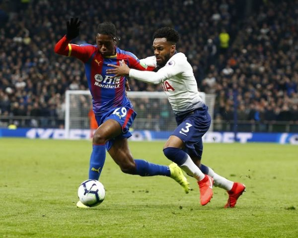 Crystal Palace's Aaron Wan-Bissaka holds of Tottenham Hotspur's Danny Rose during the English Premier League between Tottenham Hotspur and Crystal Palace at Tottenham Hotspur Stadium, London, UK on April 3, 2019. PHOTO/AFP