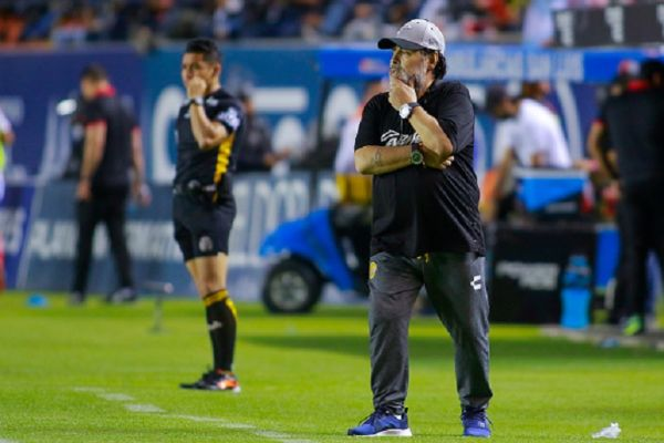 Diego Armando Maradona, Head Coach of Dorados observes the game during the final second leg match between Atletico San Luis and Dorados de Sinaloa as part of the Torneo Clausura 2019 Ascenso MX at Estadio Alfonso Lastras on May 5, 2019 in San Luis Potosi, Mexico. PHOTO/GETTY IMAGES