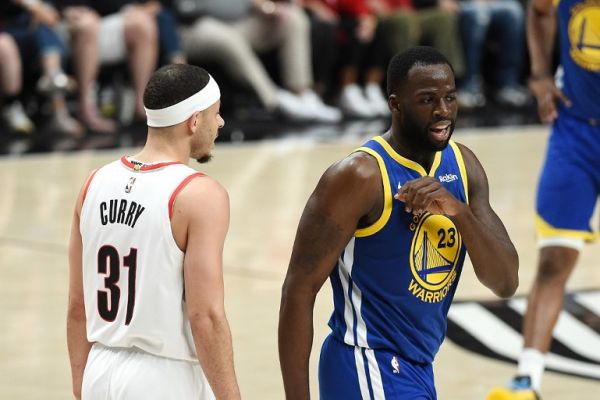 Draymond Green #23 of the Golden State Warriors talks to Seth Curry #31 of the Portland Trail Blazers in game three of the NBA Western Conference Finals at Moda Center on May 18, 2019 in Portland, Oregon. PHOTO/AFP