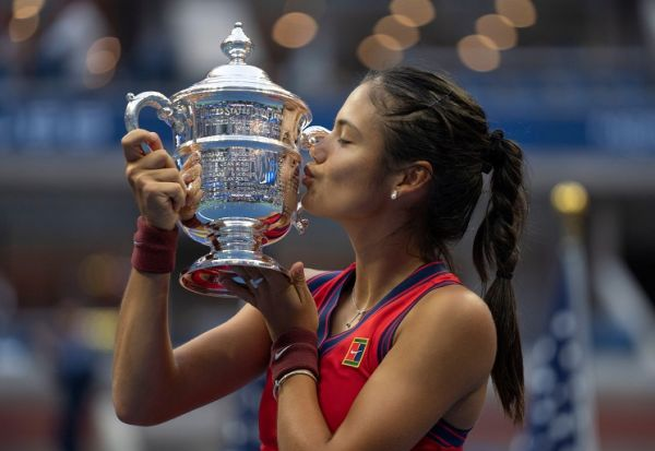 Emma Raducanu (GBR) celebrates winning the women's singles final against Leylah Fernandez (CAN) and poses with the trophy on day 13 at the 2021 US Open. PHOTO | Alamy