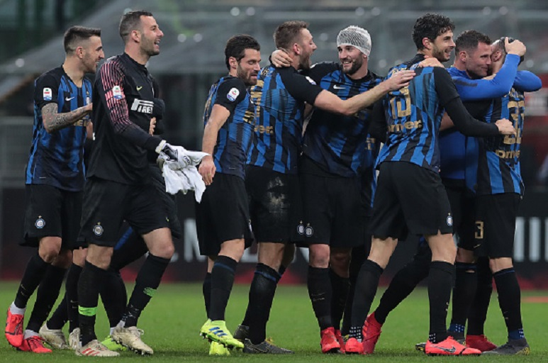 FC Internazionale players celebrate the victory at the end of the Serie A match between AC Milan and FC Internazionale at Stadio Giuseppe Meazza on March 17, 2019 in Milan, Italy. PHOTO/GettyImages