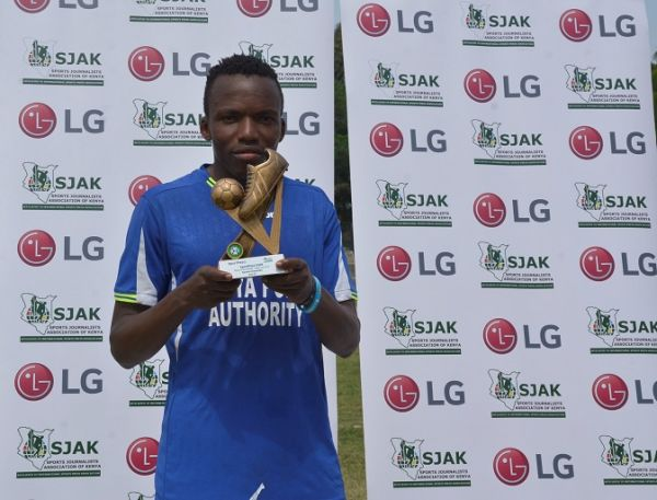 Former Zoo FC midfielder Danson Chetambe poses with the May/June LG/SJAK player of the month award at the Mbaraki Stadium in Mombasa, Kenya on Monday, July 29, 2019. PHOTO | COURTESY
