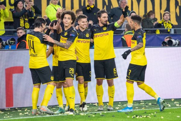 From left to right: Nico SCHULZ (DO), goalkeeper Achraf HAKIMI (DO), Axel WITSEL (DO), Julian WEIGL (DO), Mats HUMMELS (DO), Jadon SANCHO (DO) cheer for Borussia Dortmund after the goal to 3: 2, jubilation , cheering, cheering, joy, cheers, celebrate, goaljubel, full figure, horizontal format, Soccer Champions League, group stage, group F, matchday 4, Borussia Dortmund (DO) - Inter Milan (Inter) 3: 2, on 05.11.2019 in Dortmund / Germany. PHOTO | AFP