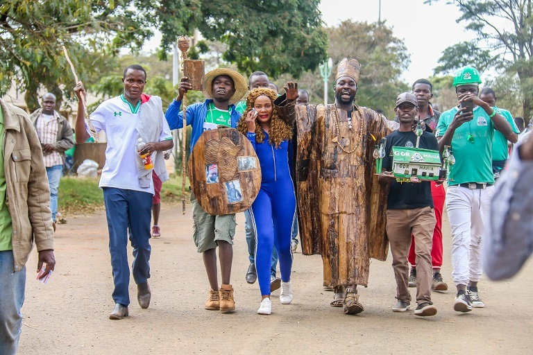 Gor Mahia FC and AFC Leopards fans troop to Moi International Sports Centre, Kasarani during 84th Mashemeji Derby held on August 25, 2018/PHOTO/SPN