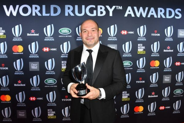 Irish national team captain Rory Best poses with the trophy of the World Rugby Team of the Year during the World Rugby Awards on November 25, 2018 at the Monte-Carlo Sporting Club in Monaco. PHOTO | AFP