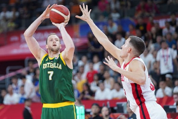 Joe Ingles #7 of Australia in action during FIBA World Cup 2019 group match between Canada and Australia at Dongfeng Nissan Cultural and Sports Centre on September 1, 2019 in Dongguan, Guangdong Province of China.PHOTO/ GETTY IMAGES