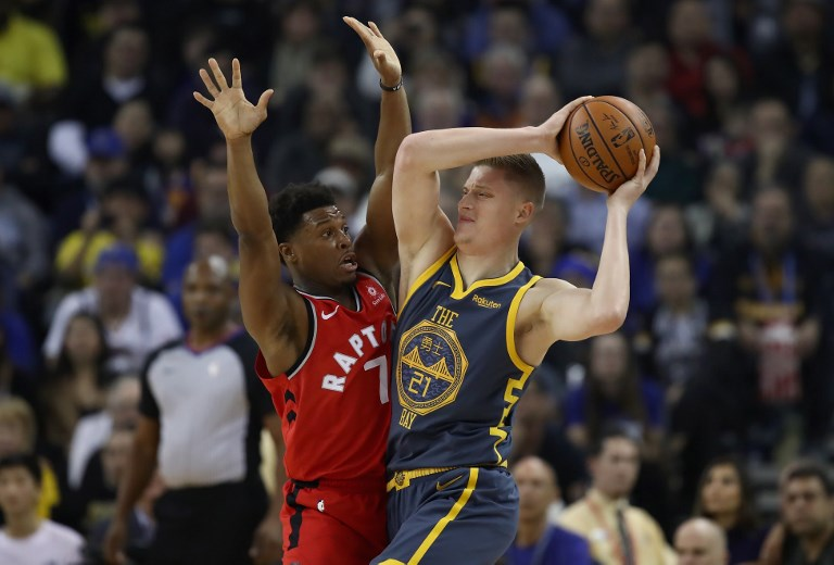 Jonas Jerebko (right) of the Golden State Warriors is guarded by Kyle Lowry #7 of the Toronto Raptors at ORACLE Arena on December 12, 2018 in Oakland, California. PHOTO/AFP