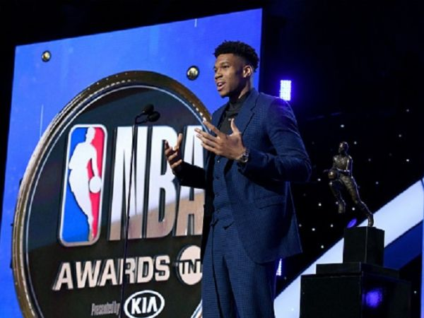 JUNE 24: Giannis Antetokounmpo accepts the Kia NBA Most Valuable Player award onstage during the 2019 NBA Awards presented by Kia on TNT at Barker Hangar on June 24, 2019 in Santa Monica, California. PHOTO/ GETTY IMAGES