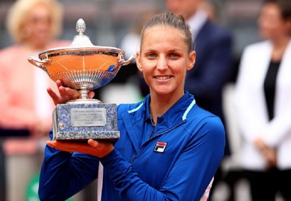 Karolina Pliskova of the Czech Republic holds her winners trophy after her straight sets victory against Johanna Konta of Great Britain in the women's final during day eight of the International BNL d'Italia at Foro Italico on May 19, 2019 in Rome, Italy. PHOTO/ GETTY IMAGES