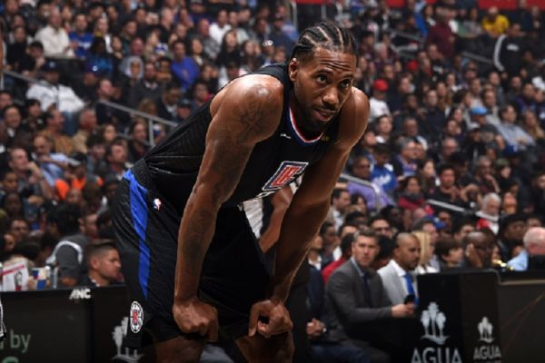 Kawhi Leonard #2 of the LA Clippers looks on during a game against the San Antonio Spurs on October 31, 2019 at STAPLES Center in Los Angeles, California. PHOTO/ GETTY IMAGES