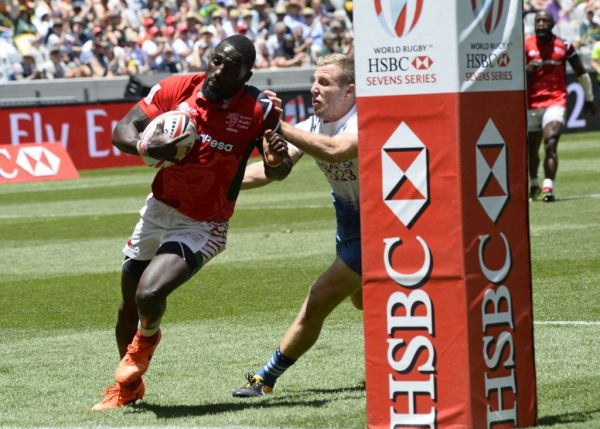 Kenya's Samuel Oliech (L) scores a try during their the World Rugby Sevens Series match Kenya versus France on December 9, 2017 at the Cape Town Stadium in Cape Town. PHOTO | AFP
