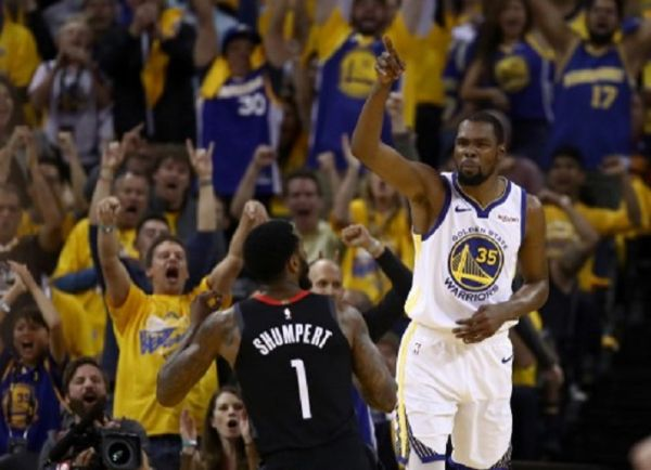 Kevin Durant #35 of the Golden State Warriors reacts after he scored a basket against the Houston Rockets during Game Five of the Western Conference Semifinals of the 2019 NBA Playoffs at ORACLE Arena on May 08, 2019 in Oakland, California. PHOTO/ AFP