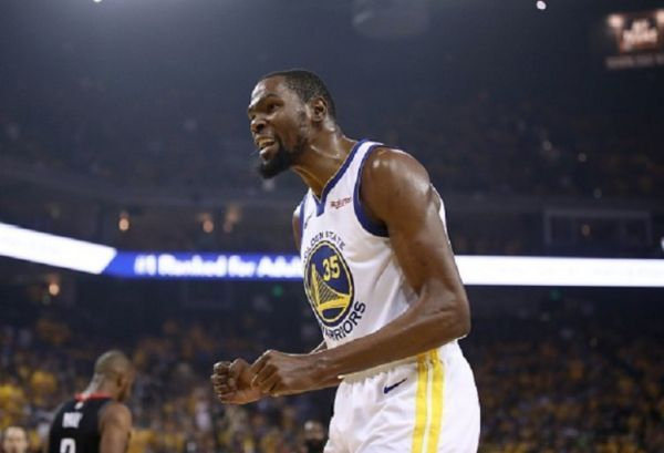 Kevin Durant #35 of the Golden State Warriors reacts during their game against the Houston Rockets in Game Five of the Western Conference Semifinals of the 2019 NBA Playoffs at ORACLE Arena on May 08, 2019 in Oakland, California. PHOTO/ GETTY IMAGES