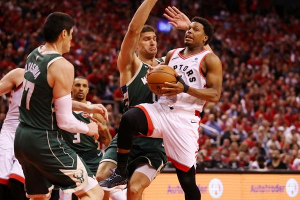 Kyle Lowry #7 of the Toronto Raptors drives to the basket during the second half against the Milwaukee Bucks in game four of the NBA Eastern Conference Finals at Scotiabank Arena on May 21, 2019 in Toronto, Canada. PHOTO/AFP