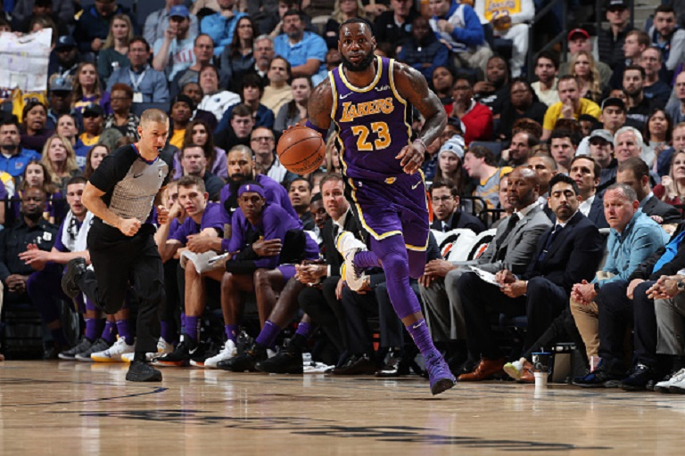 LeBron James #23 of the Los Angeles Lakers handles the ball against the Memphis Grizzlies on February 25, 2019 at FedExForum in Memphis, Tennessee. PHOTO/GettyImages