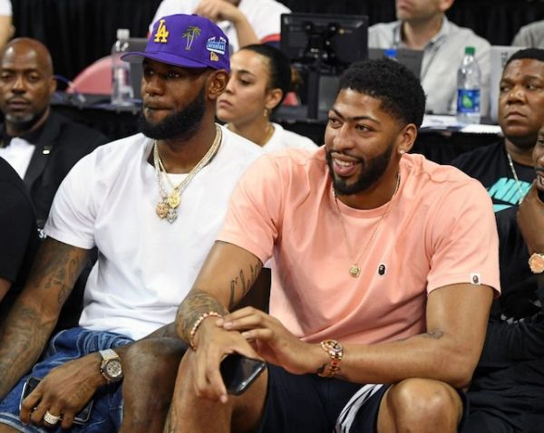 LeBron James (L) and Anthony Davis watch a game between the New Orleans Pelicans and the New York Knicks during the 2019 NBA Summer League at the Thomas & Mack Center in Las Vegas, Nevada. PHOTO/AFP