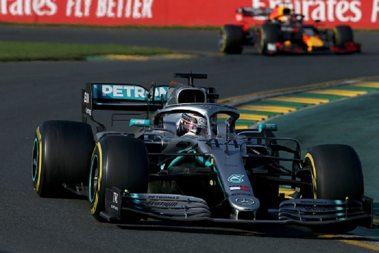 Lewis Hamilton of Great Britain driving the (44) Mercedes AMG Petronas F1 Team Mercedes W10 on track during the F1 Grand Prix of Australia at Melbourne Grand Prix Circuit on March 17, 2019 in Melbourne, Australia.PHOTO/ GETTY IMAGES