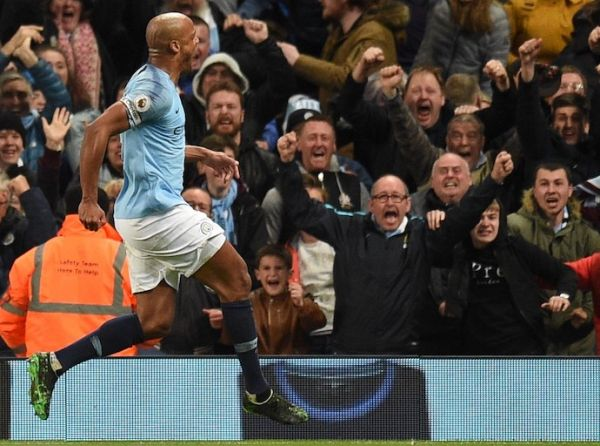 Manchester City's Belgian defender Vincent Kompany (L) celebrates scoring the opening goal during the English Premier League football match between Manchester City and Leicester City at the Etihad Stadium in Manchester, north west England, on May 6, 2019. PHOTO/AFP