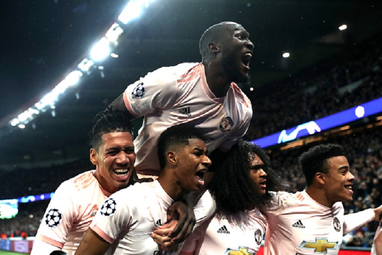 Marcus Rashford of Manchester United celebrates after scoring his sides third goal with teammates during the UEFA Champions League Round of 16 Second Leg match between Paris Saint-Germain and Manchester United at Parc des Princes on March 06, 2019 in Paris. PHOTO/GettyImages