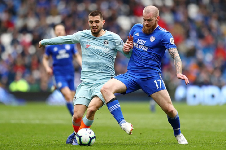 Mateo Kovacic of Chelsea battles for possession with cc during the Premier League match between Cardiff City and Chelsea FC at Cardiff City Stadium on March 31, 2019 in Cardiff, United Kingdom. PHOTO/ GETTY IMAGES