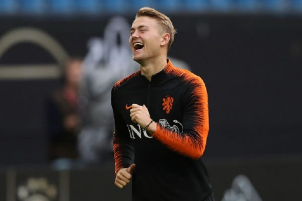 Matthijs de Ligt of Holland smiles during a training session of the Netherlands national team prior to the UEFA Euro 2020 Qualifier match against Germany at Volksparkstadion on September 05, 2019 in Hamburg, Germany.PHOTO/GETTY IMAGES