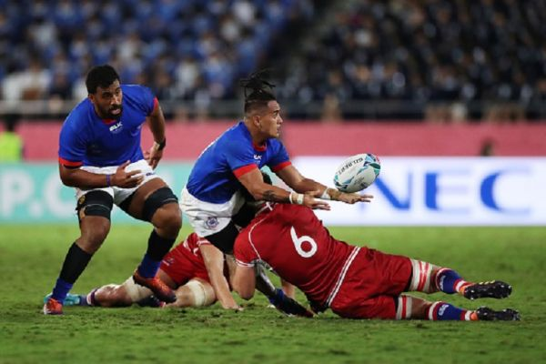 Melani Matavao of Samoa off loads the ball as he is tackled by Vitaly Zhivatov of Russia during the Rugby World Cup 2019 Group A game between Russia and Samoa at Kumagaya Rugby Stadium on September 24, 2019 in Kumagaya, Saitama, Japan. PHOTO/ GETTY IMAGES