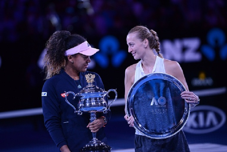 Naomi Osaka (L) of Japan poses for a photo with her trophy after winning Australian Open 2019 Women's Singles final match against Petra Kvitova (R) of Czech Republic in Melbourne, Australia on January 26, 2019. PHOTO/GettyImages