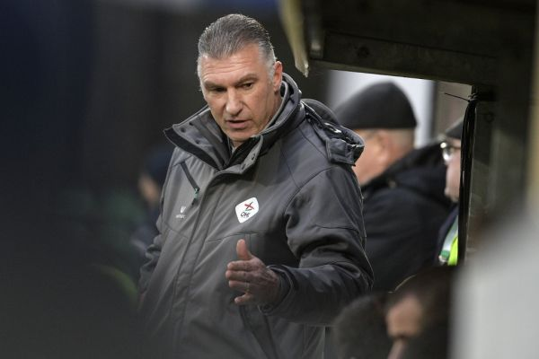 OHL's head coach Nigel Pearson pictured during a soccer game between Lommel SK and OHL Oud-Heverlee - Leuven, Sunday 27 January 2019 in Lommel, on the 23rd day of the 'Proximus League' 1B division of the Belgian soccer championship. PHOTO \ AFP