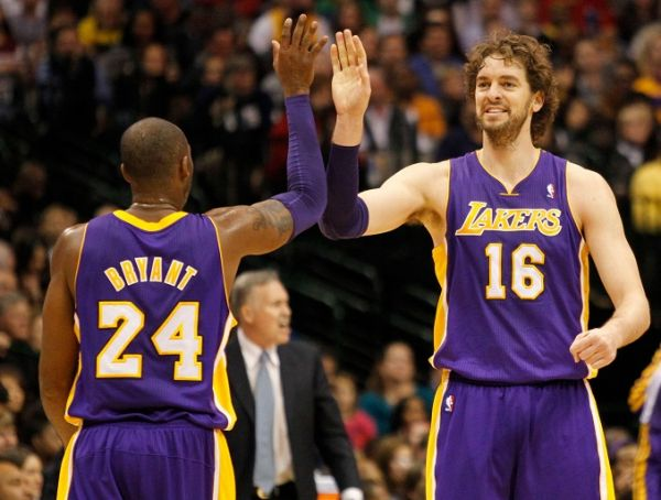 os Angeles Lakers shooting guard Kobe Bryant (24) and power forward Pau Gasol (16) celebrate in the first half of an NBA game against the Dallas Mavericks at the American Airlines Center in Dallas, TX, USA on November 24, 2012. PHOTO   Alamy