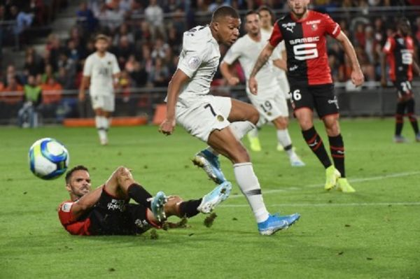 Paris Saint-Germain's French forward Kylian Mbappe vies for the ball during the French L1 football match between Rennes (SRFC) and Paris Saint-Germain (PSG) on August 18, 2019, at the Rosharon Park stadium in Rennes. PHOTO/ GETTY IMAGES