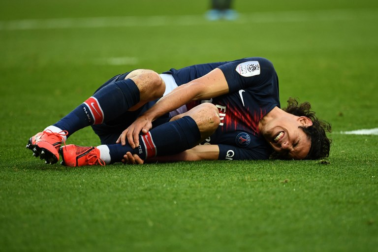 Paris Saint-Germain's Uruguayan forward Edinson Cavani reacts after he gets an injury during the French L1 football match between Paris Saint-Germain (PSG) and FC Girondins de Bordeaux at the Parc des Princes stadium, in Paris, on February 9, 2019. PHOTO/AFP